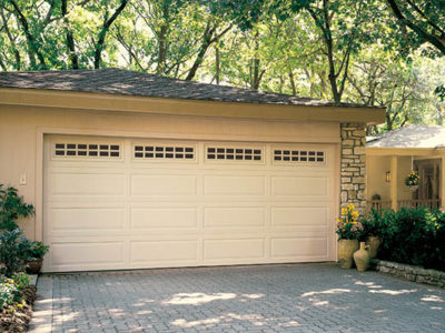 traditional  garage door 400x300 Residential Products